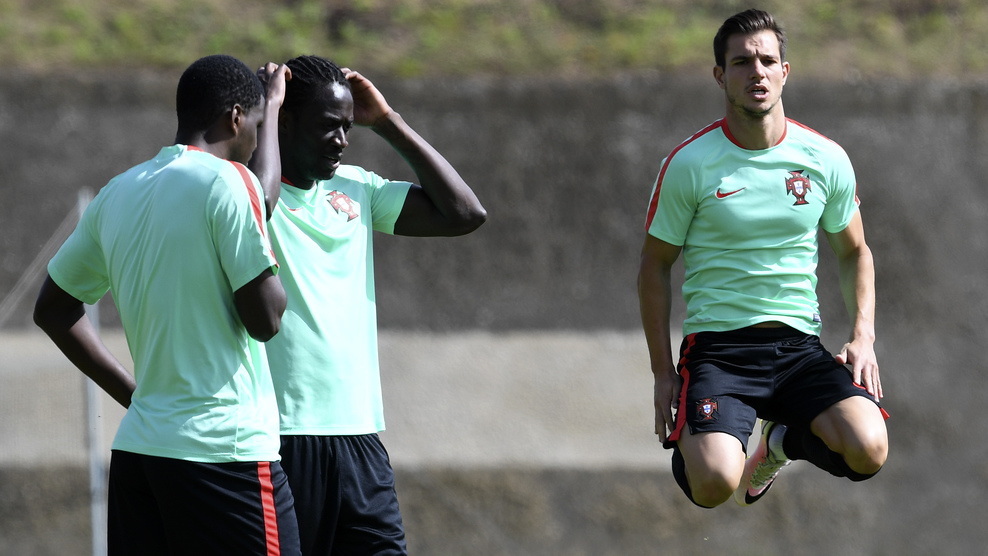 Portugal's defender Cedric Soares (R) warm up during a training session at the team's base camp in Marcoussis, outskirts of Paris, on June 29, 2016, on the eve of the UEFA Euro 2016 quarter final football match Poland vs Portugal. / AFP / FRANCISCO LEONG (Photo credit should read FRANCISCO LEONG/AFP/Getty Images)