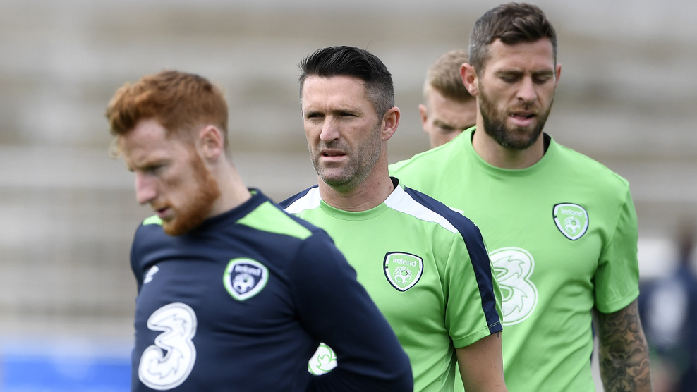 Ireland's forward Robbie Keane (C) attends a training session at the Montbauron Stadium in Versailles on June 15, 2016 during the Euro 2016 football tournament. / AFP / MIGUEL MEDINA (Photo credit should read MIGUEL MEDINA/AFP/Getty Images)