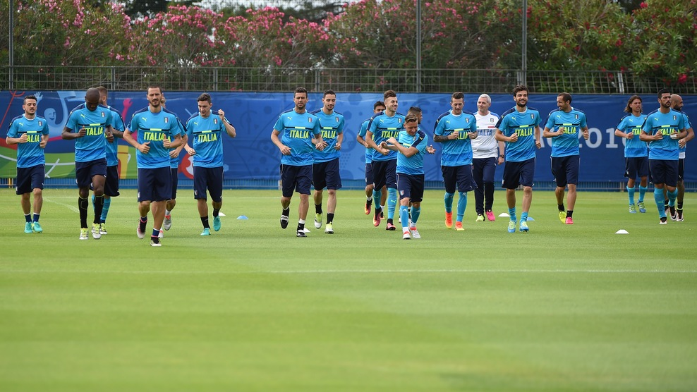 Italy's players are pictured during a training session at the team's training ground in Montpellier, southern France, on June 21, 2016, during the Euro 2016 football tournament. / AFP / SYLVAIN THOMAS (Photo credit should read SYLVAIN THOMAS/AFP/Getty Images)