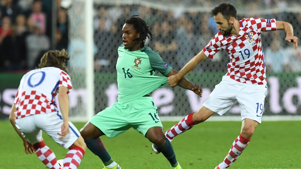 Portugal's midfielder Renato Sanches (C) vies with Croatia's midfielder Luka Modric (L) and Croatia's midfielder Milan Badelj during the round of sixteen football match Croatia against Portugal of the Euro 2016 football tournament, on June 25, 2016 at the Bollaert-Delelis stadium in Lens. / AFP / FRANCISCO LEONG (Photo credit should read FRANCISCO LEONG/AFP/Getty Images)