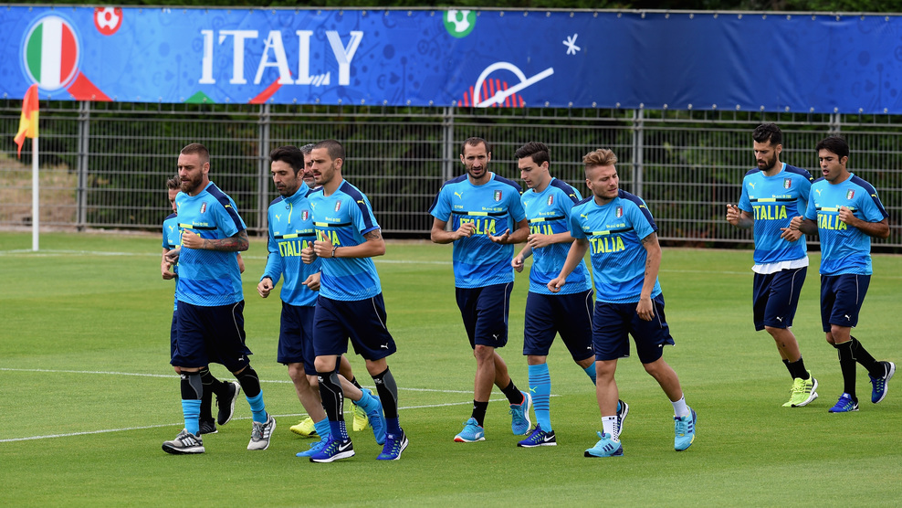 """MONTPELLIER, FRANCE - JUNE 14: Players of Italy in action during the training session at """"Bernard Gasset"""" Training Center on June 14, 2016 in Montpellier, France. (Photo by Claudio Villa/Getty Images)"""