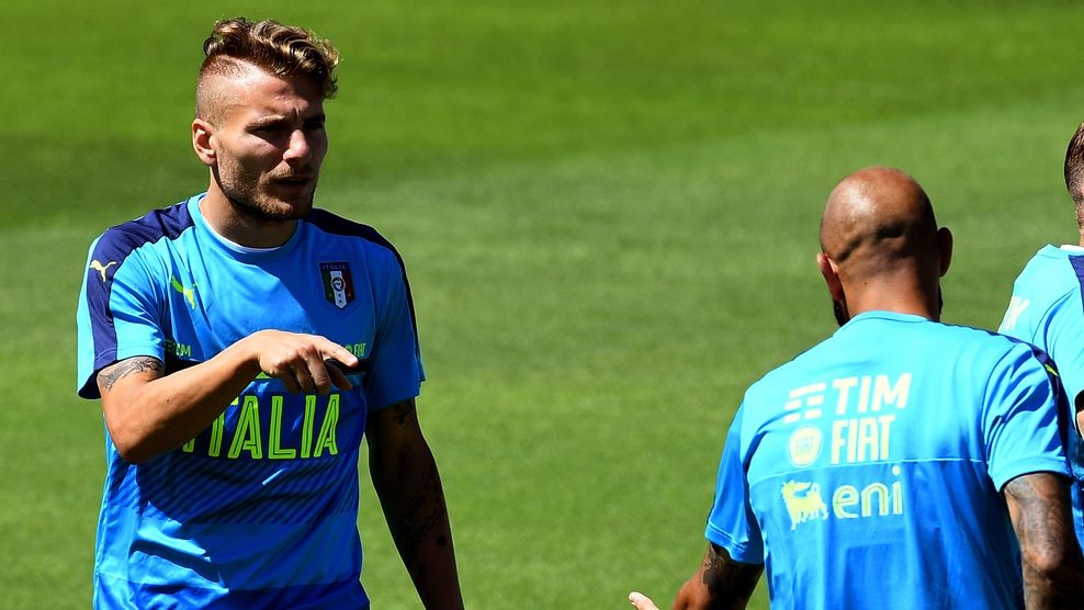 Italy's forward Ciro Immobile (L) gestures to Italy's forward Simone Zaza (R) attend a training session at their training ground in Montpellier on June 24, 2016 during the Euro 2016 football tournament. / AFP / VINCENZO PINTO (Photo credit should read VINCENZO PINTO/AFP/Getty Images)
