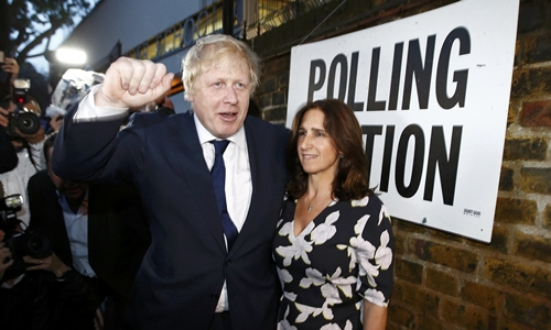 Former London Mayor Boris Johnson and his wife Marina Wheeler leave after voting in the EU referendum, at a polling station in north London, Britain June 23, 2016. REUTERS/Peter Nicholls TPX IMAGES OF THE DAY