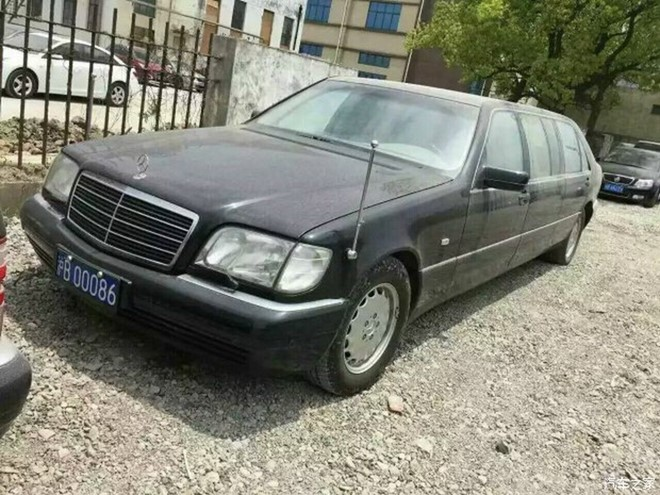 8 sieu xe Mercedes-Benz S500L Pullman duoc thanh ly o trung quoc 04