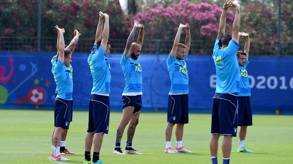 """MONTPELLIER, FRANCE - JUNE 29: Players in action during the Italy training session at """"Bernard Gasset"""" Training Center on June 29, 2016 in Montpellier, France. (Photo by Claudio Villa/Getty Images)"""